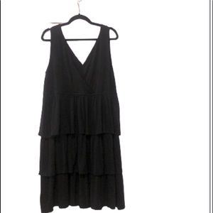 Additionelle tiered sleeveless black dress 2X